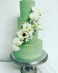 green lined buttercream cake with white flowers
